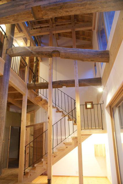 みらいのいえの部屋 高い天井へと続く階段