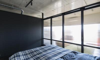 可動間仕切りで緩やかに仕切られた寝室|着替える家