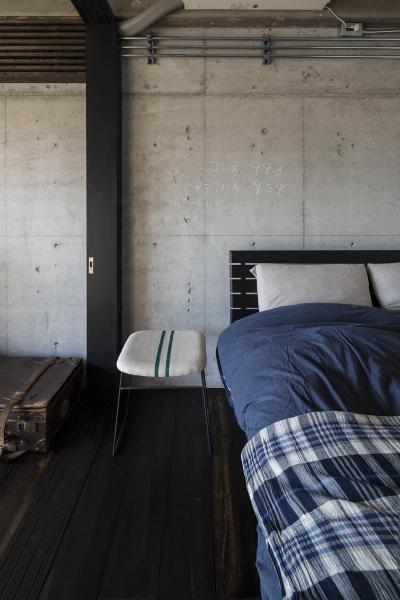 可動間仕切りで緩やかに仕切られた寝室 (着替える家)