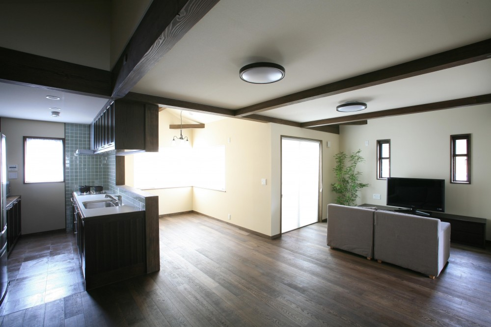 F邸 (開放的な空間キッチン&リビングルーム)