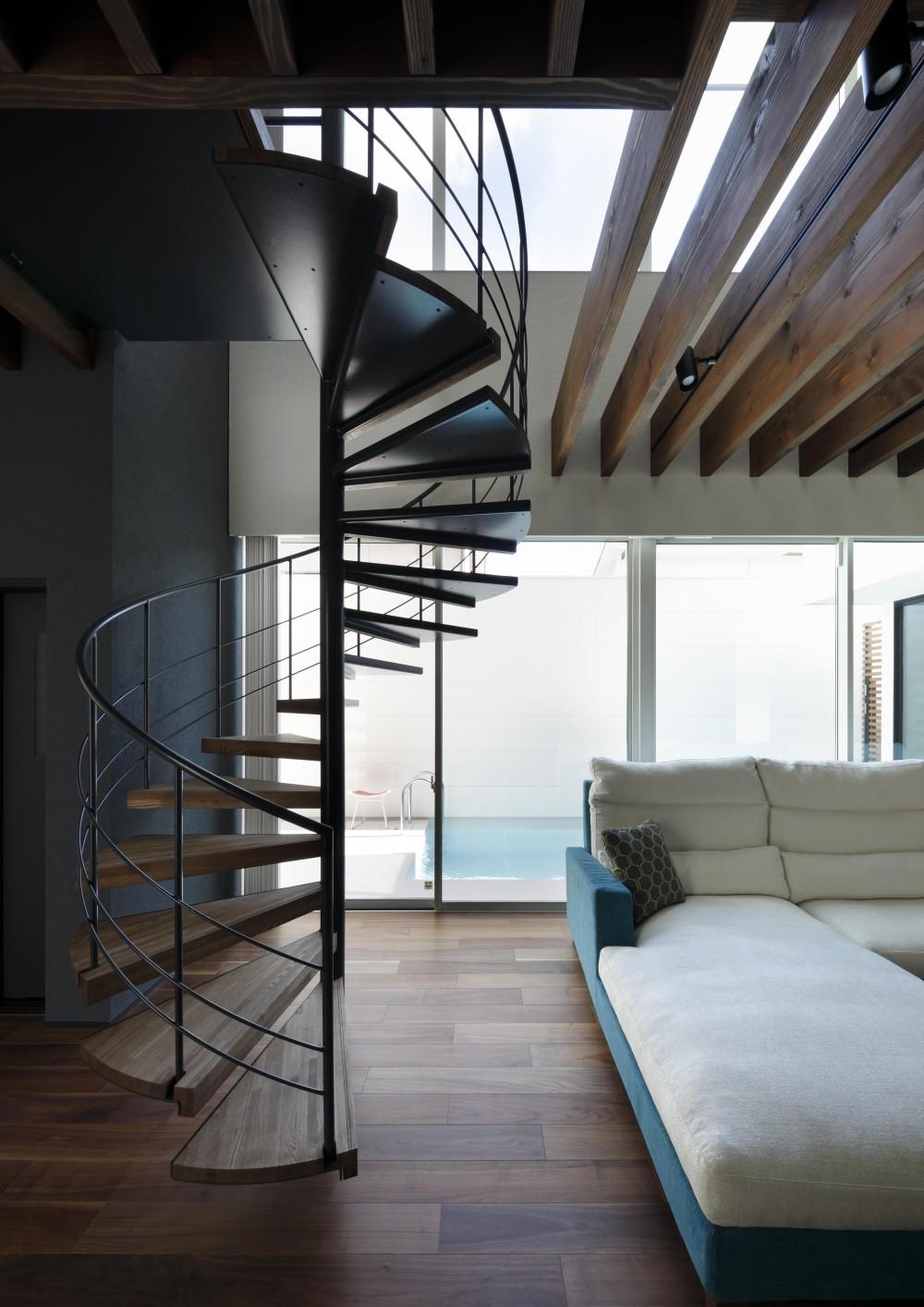 近藤晃弘建築都市設計事務所「木漏れ日のプールサイドハウス」