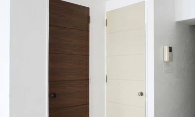 Y邸 (色違いで印象を変えるドア)