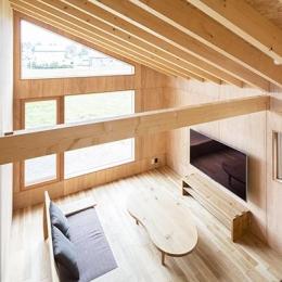 当別の家 シンプルな北国の住まい|新築 (開放的なリビング)