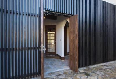 木格子が目を引く玄関 (日光の家)