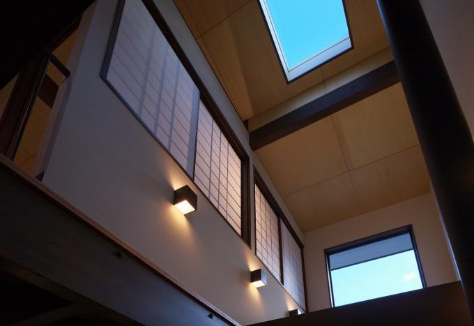 日光の家の部屋 吹き抜けと天窓