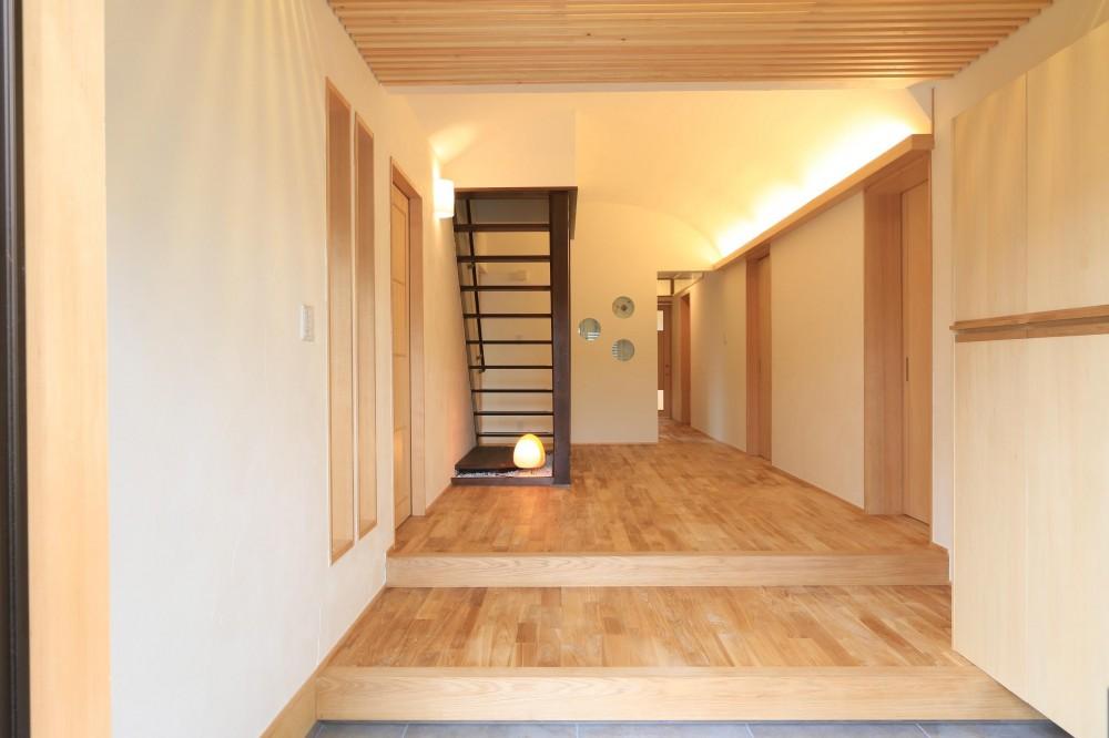 耐震補強&自然素材でリノベーション (解放感溢れる玄関)