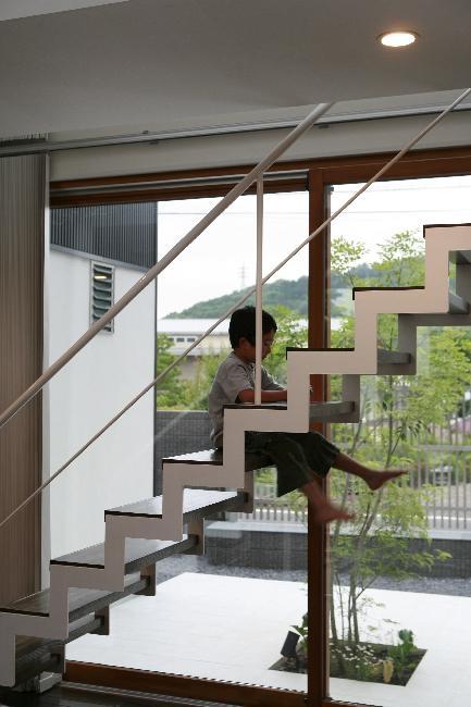 大平の家の部屋 オープン型階段
