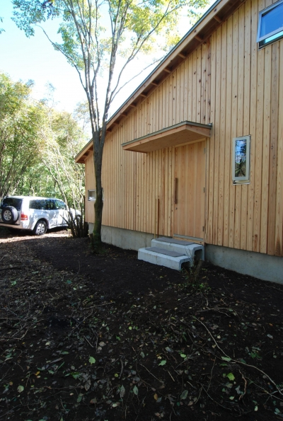 OUR CABIN OUR DIY~直営、DIYで小屋をつくる~ (シンボリツリーはモミジ)