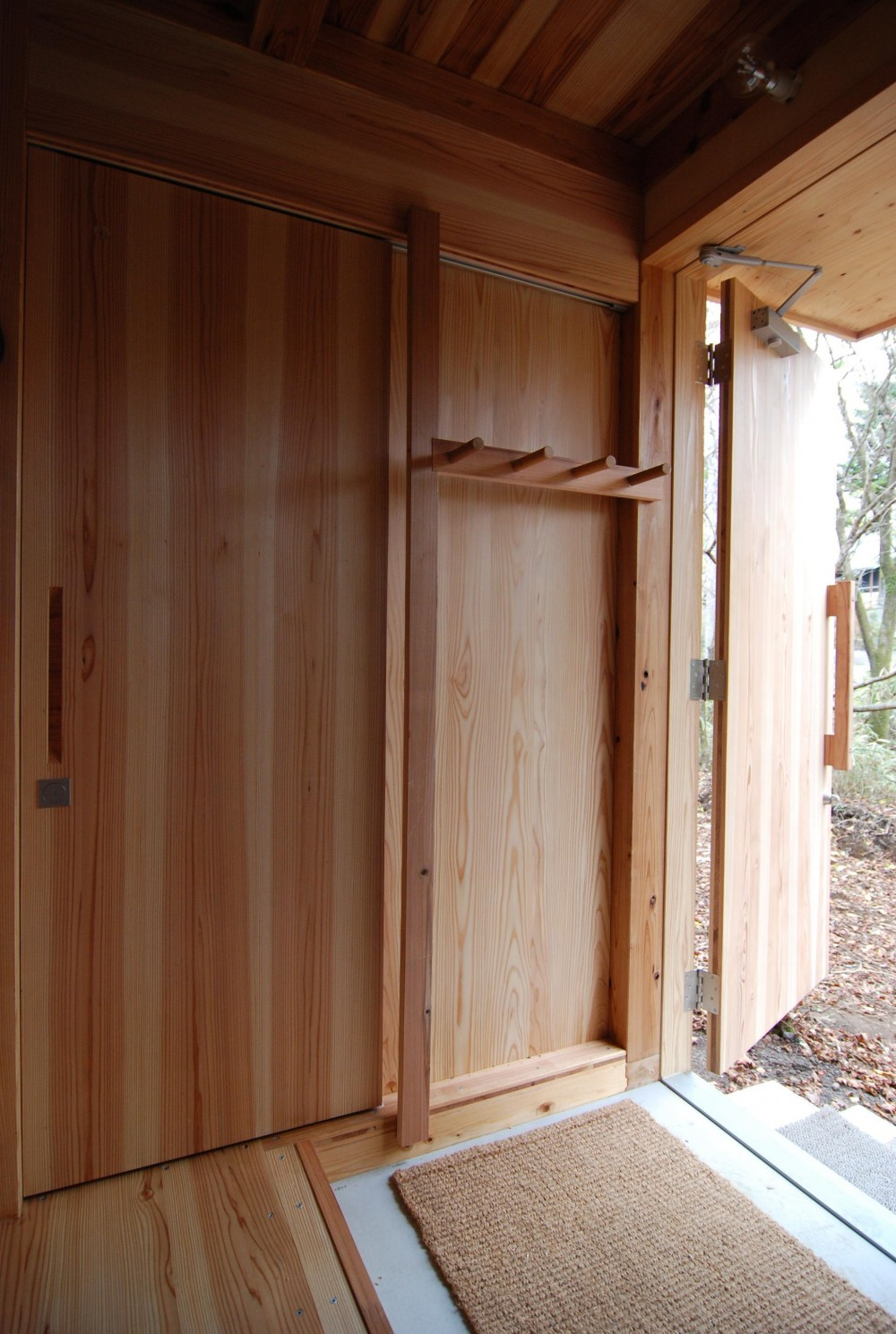 OUR CABIN OUR DIY (3層合板引き戸)