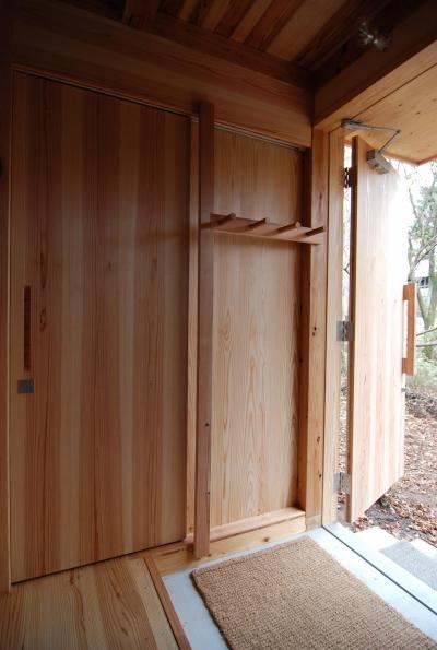 3層合板引き戸 (OUR CABIN OUR DIY~直営、DIYで小屋をつくる~)