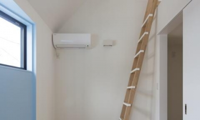 梯子はハンドクラフトです|フランスの洋菓子のような、コンパクトで可愛い家