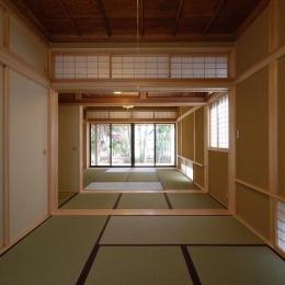 浮づくりの杉板を使った和室1