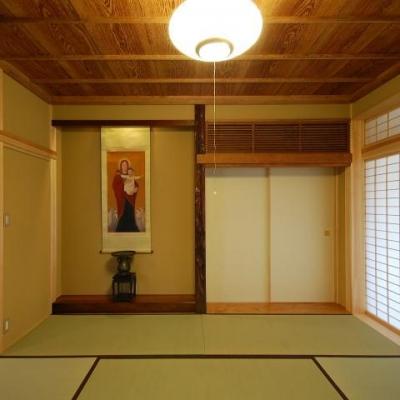 古き記憶を大切に、古材を利用した和空間 (浮づくりの杉板を使った和室2)