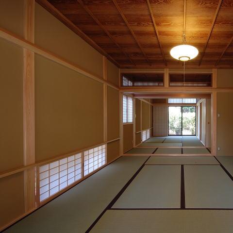 古き記憶を大切に、古材を利用した和空間の部屋 浮づくりの杉板を使った和室4