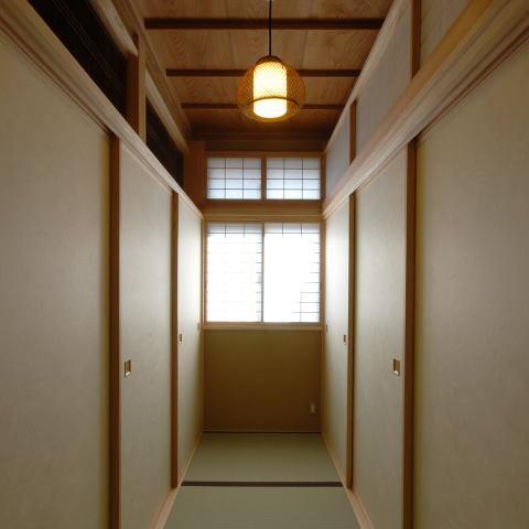 古き記憶を大切に、古材を利用した和空間の部屋 浮づくりの杉板を使った和室5