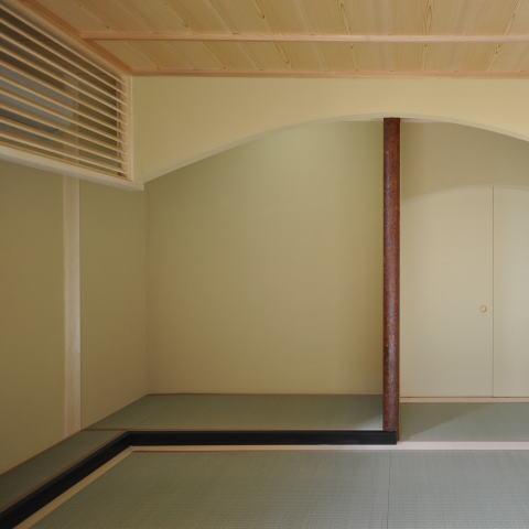 土間と光の和の時間、回遊性のある和空間の部屋 光を多く取り入れた和空間2