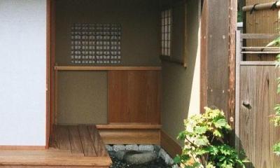 究極の終の棲家ちいさな茶室 かすかな光を楽しむ時間 (ちいさな外廊下)