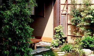 究極の終の棲家ちいさな茶室 かすかな光を楽しむ時間 (ちいさな中庭)