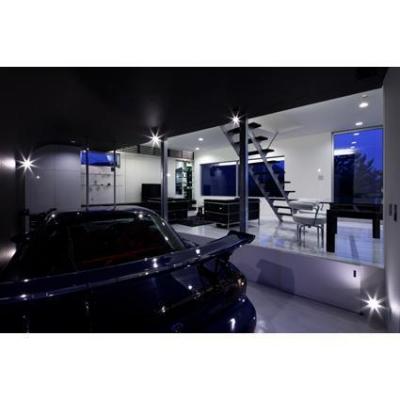 景趣の家 (ガレージからLDKを見る。)
