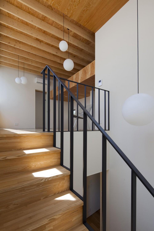 鶴見の家 (階段・吹き抜け)
