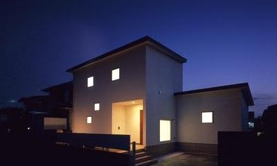 寛の家62 (外観(道路側・夕景))