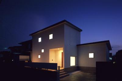 寛の家62の写真 外観(道路側・夕景)