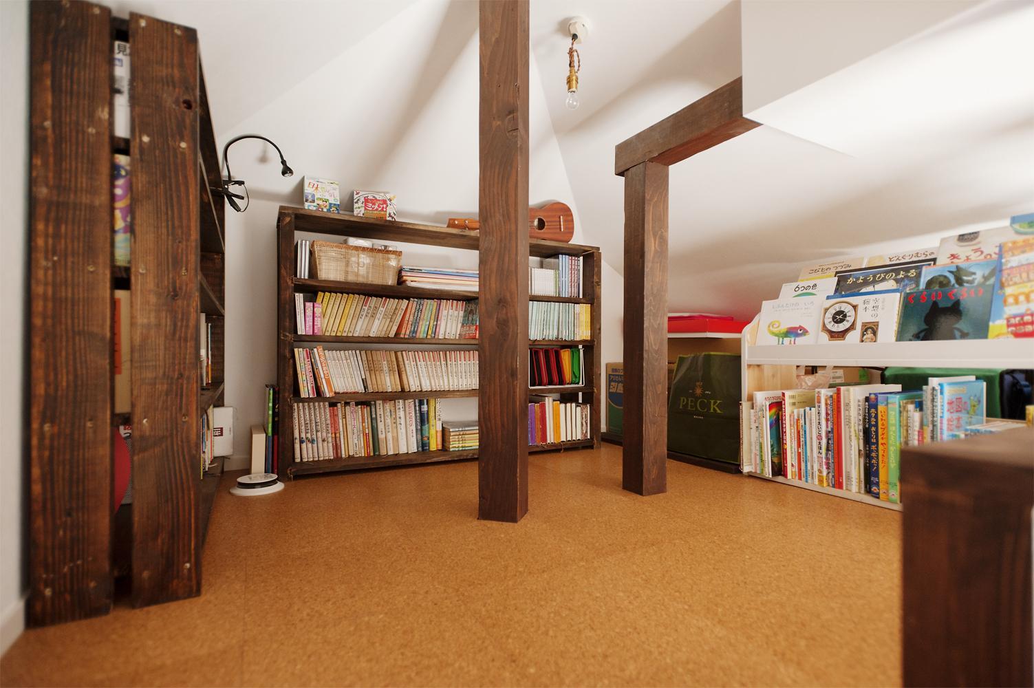 T邸・家族のくらしをより楽しく豊かにするとっておきの家の部屋 ロフト-多目的スペース