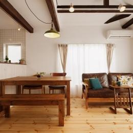 T邸・家族のくらしをより楽しく豊かにするとっておきの家 (明るいリビングダイニング)