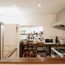 T邸・家族のくらしをより楽しく豊かにするとっておきの家の写真 収納たっぷりの明るいキッチン