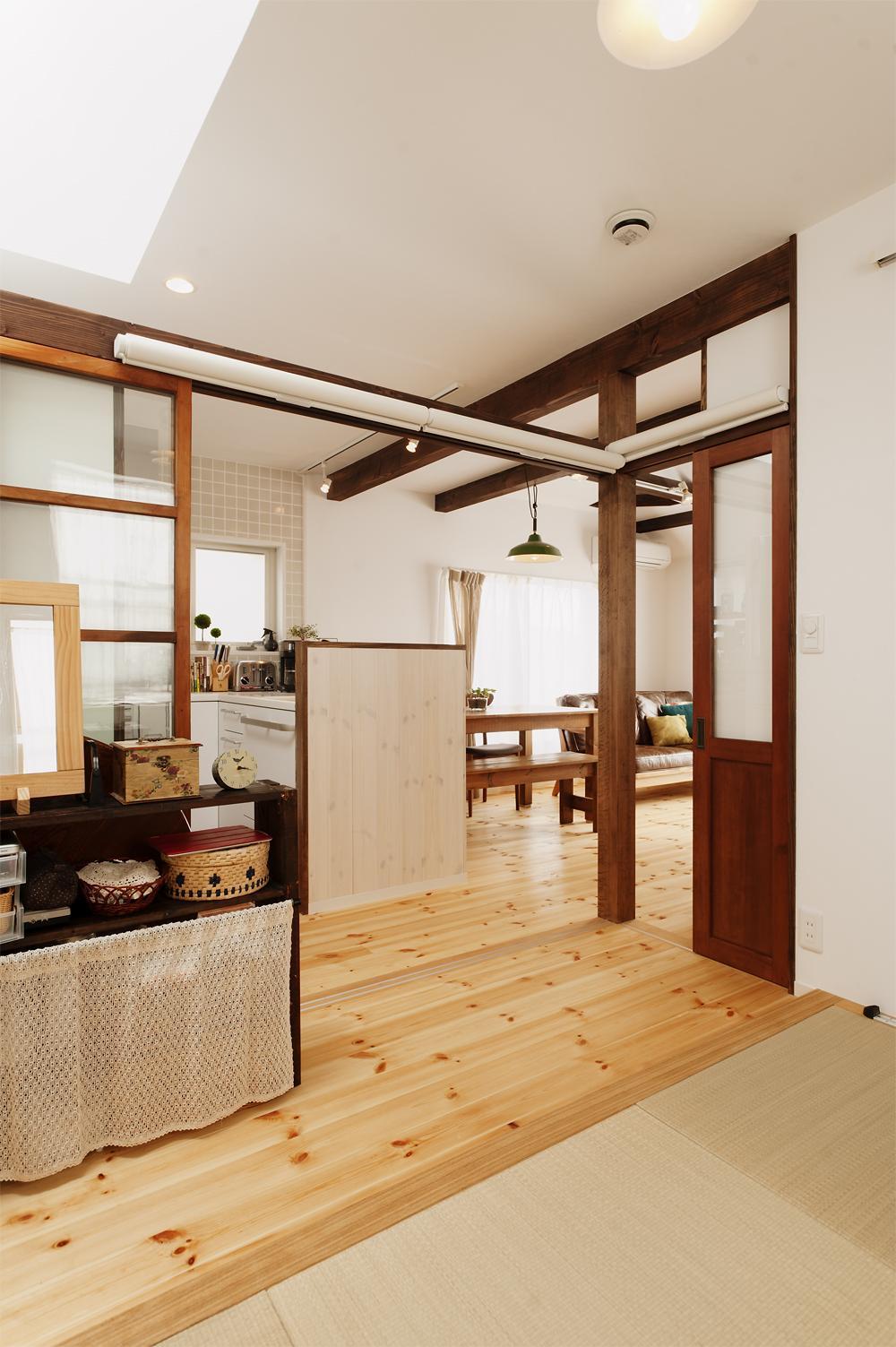 T邸・家族のくらしをより楽しく豊かにするとっておきの家の部屋 キッチン隣の畳コーナー-open