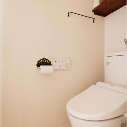 T邸・家族のくらしをより楽しく豊かにするとっておきの家-シンプルなトイレ空間