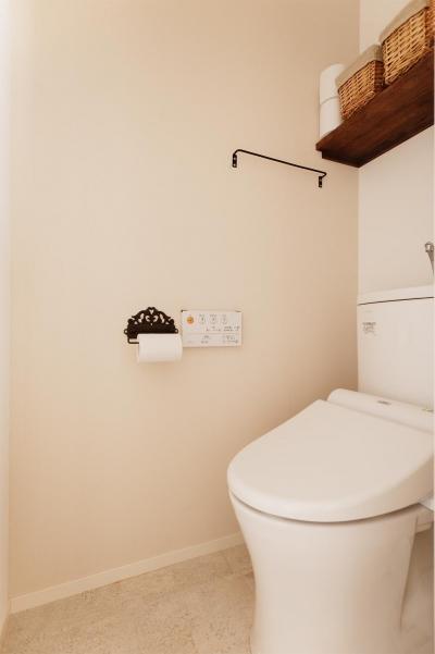シンプルなトイレ空間 (T邸・家族のくらしをより楽しく豊かにするとっておきの家)