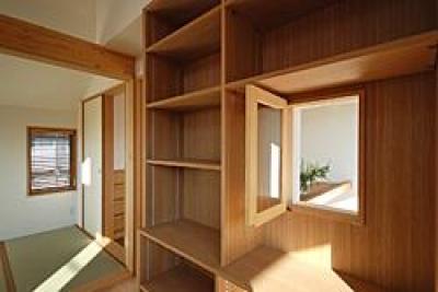 仕事部屋の吹き抜けに面する窓 (三鷹市I邸)