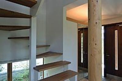 川崎市S邸 (玄関と階段)