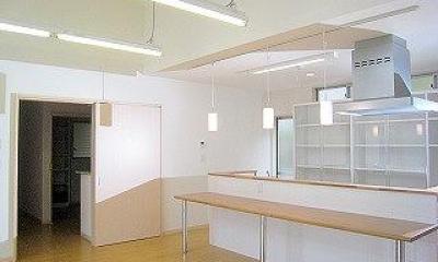 Kさんの家 (居間よりダイニング・台所を望む)