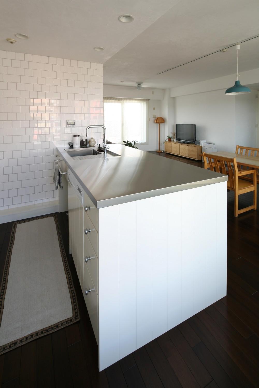 K邸 (キッチンからリビングの眺め)