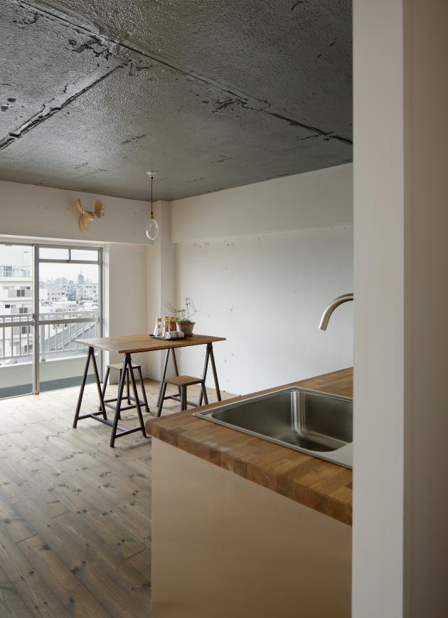 上町の住居の写真 キッチンからの眺め (撮影:繁田諭)