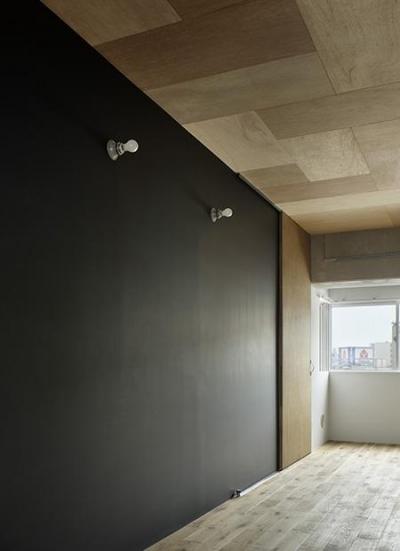西葛西の住居 vol.2 (黒板塗装の壁がある部屋 (撮影:繁田諭))