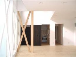 辻堂羽鳥の家 K邸 (ダイニングリビングから奥のキッチンを見る)