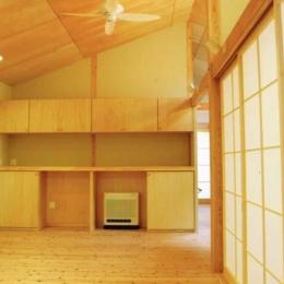 リビング (佐賀の家(シンプルな大屋根の住宅))