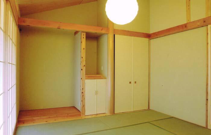佐賀の家(シンプルな大屋根の住宅)の写真 和室