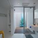 外部と繋がるバスルーム