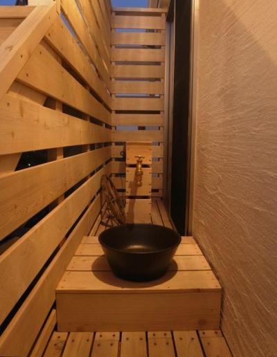 デッキ水栓 (パーゴラとマリンライトのあるウッドデッキ)