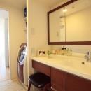 パウダールームのように落ち着ける洗面化粧室
