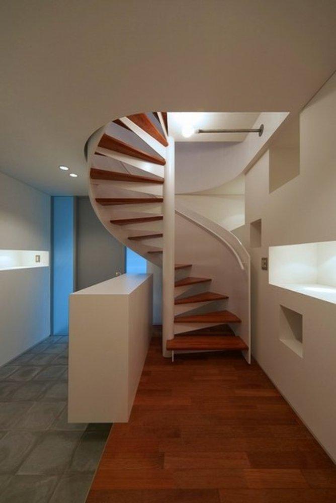 HAPPY DAYの部屋 玄関にある螺旋階段