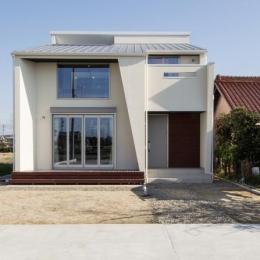 浅井町の家 (白い外観)