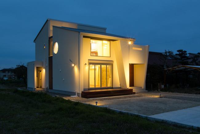 浅井町の家の部屋 外観ライトアップ