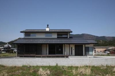 揖斐川町谷汲の家 (木格子が目を引く外観)