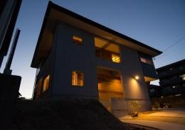 モロカンスタイルの家 (外観ライトアップ)