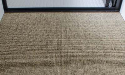 洗面床はサイザル麻敷き|世田谷の住宅3